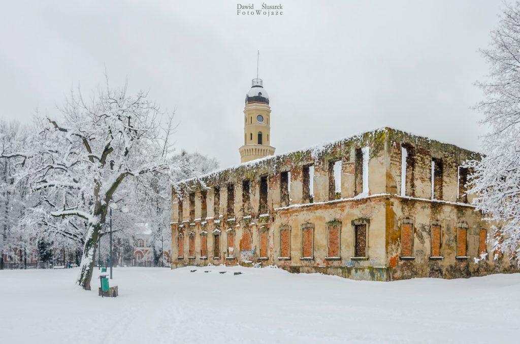 jak robić zdjęcia zimą - zamek w strzelcach opolskich