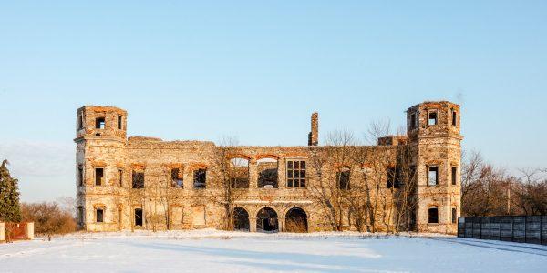 ruiny pałac w podzamczu piekoszowskim